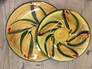 piatti in ceramica decorati a mano